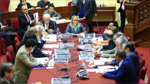 Luciana León presidió la sesión reservada de la Comisión de Defensa.
