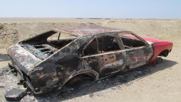 Hallan auto quemado