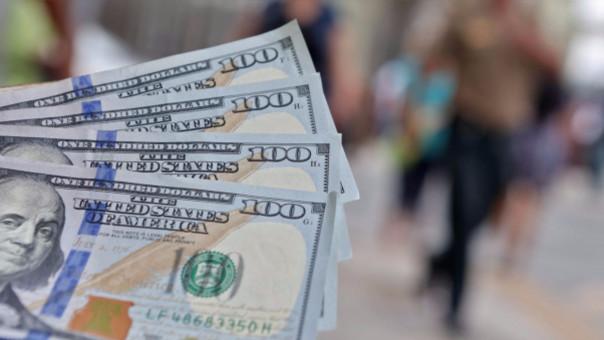 Tipo de cambio del dólar cae al inicio de esta mañana.