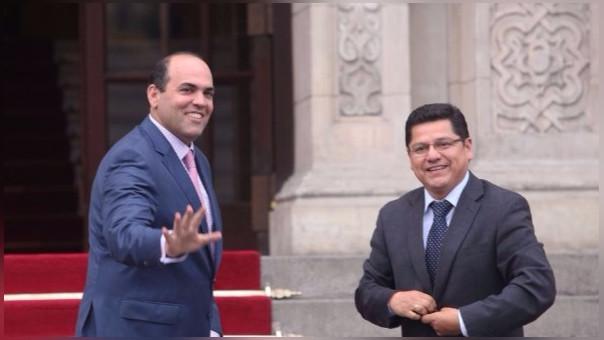 Eduardo Vega y el primer Ministro, Fernando Zavala.