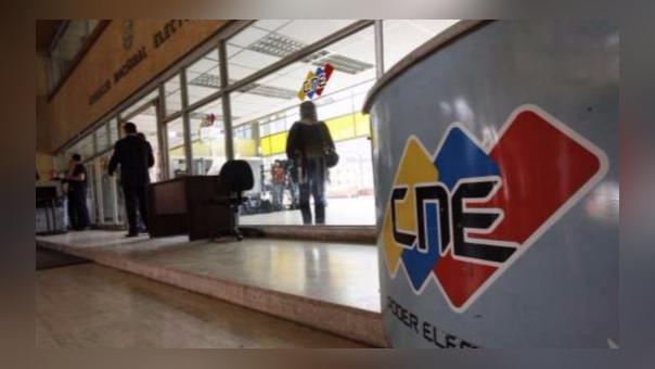 El Consejo Nacional Electoral aplazó las elecciones regionales hasta el otro año, aunque no fijó fecha exacta.