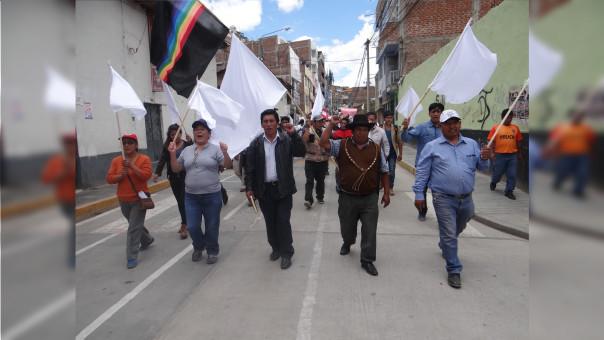 Los manifestantes cuestionar la actuación de la PNP tras la muerte del comunero Quintino Cereceda Huisa.
