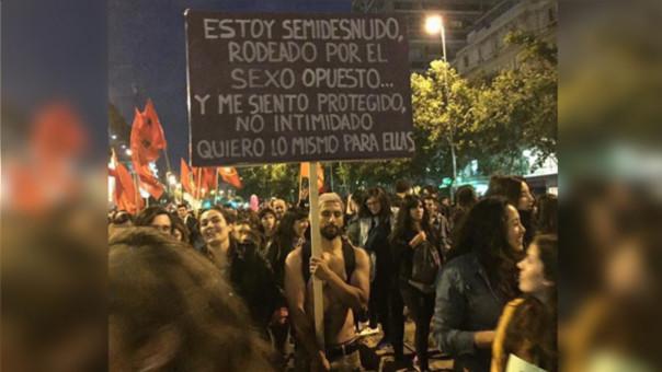 #NiUnaMenos: Acusan que portador de cartel en marcha es un abusador