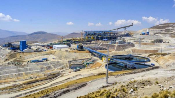 La minera MMG advirtió que almacenes podrían coparse por bloqueo de carreteras y obligar a parar la producción.