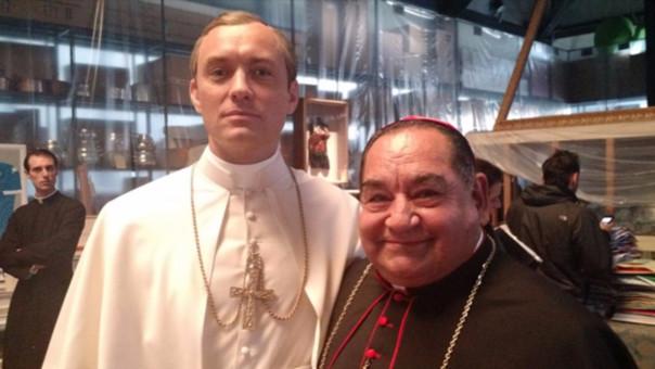 La serie contiene diez capítulos que cuentan la historia ficticia de Lenny Belardo o Pío XIII, el primer papa estadounidense de la historia.