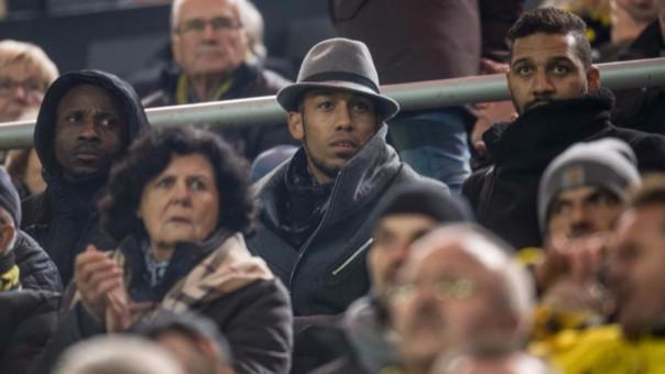 El gabonés había ido a Milán el lunes por el cumpleaños de su cuñada llegando tarde a los entrenamientos del club al día siguiente. Fue castigado y vio el partido por Champions desde la tribuna.