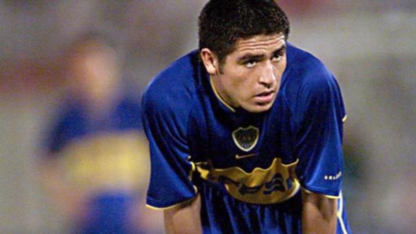 Riquelme jugó por Boca Juniors, Barcelona, Villareal y Argentinos Juniors. Con la Selección Argentina ganó los Juegos Olímpicos 2008.