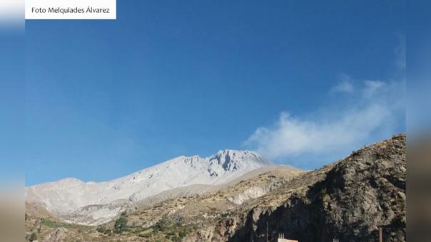 Volcán Ubinas registra tres nuevas explosiones.