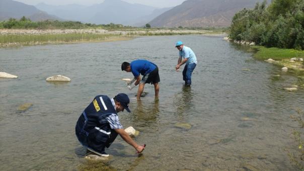 Rocogen muestras de agua