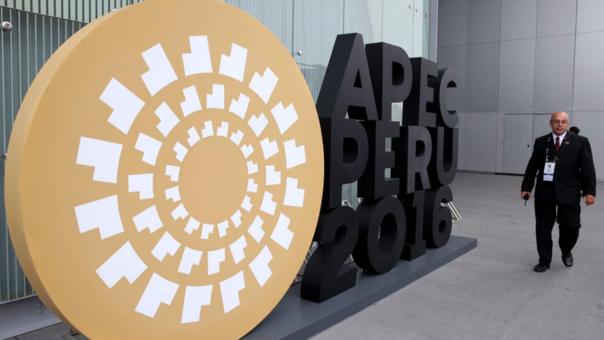 El Foro de Cooperación Económica Asia-Pacífico (APEC) conforma la asociación comercial más grande del mundo y reúne el 54% del PIB global, el 50,3% de las exportaciones y un mercado de 2850 millones de habitantes.