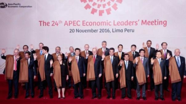 Los líderes de las 21 economías se tomaron la fotografía oficial al final de la cumbre, este domingo.