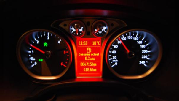 Consejos para ahorrar combustible cuando conduces