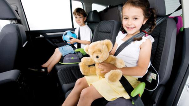 ¿Cómo viajar con tus hijos pequeños de manera segura?