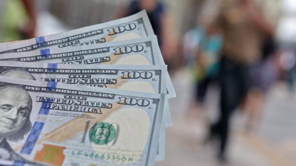 Dólar abre la sesión al alza.