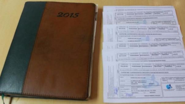 La agenda encontrada con las letras.