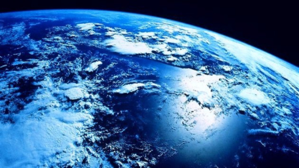 El científico reconoce que el agua tiene un rol en la actividad de las placas tectónicas, y es posible que haya existido desde el día uno de la Tierra