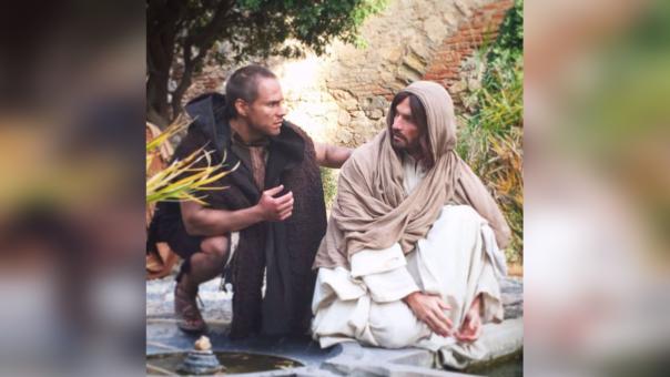Miguel Arce interpreta a Barrabás en la película Jesús de Nazareth.