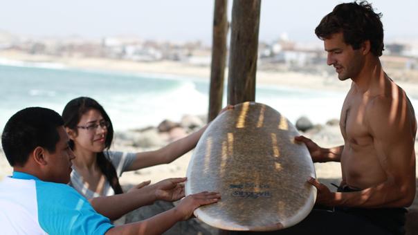 La tabla está hecha a base de ichu y fue elaborada por estudiantes de la universidad UTEC.