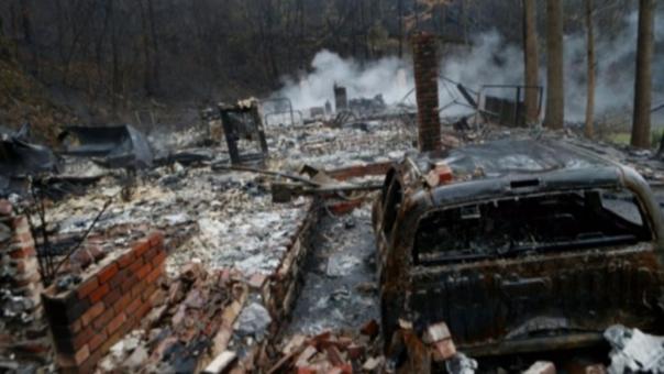 Miles de desplazados en Estados Unidos por los incendios forestales.