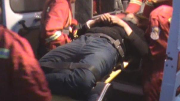 Serenos ingresaron a las gélidas aguas de río para rescatar a la víctima.