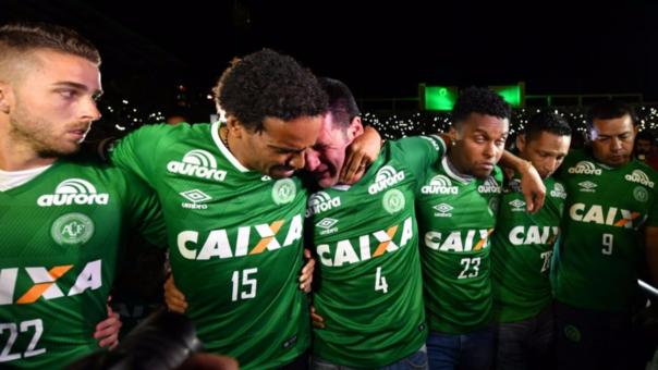 La CBF quiere que el Chapecoense use a los jugadores que no viajaron y a los de sus divisiones menores para completar el equipo.