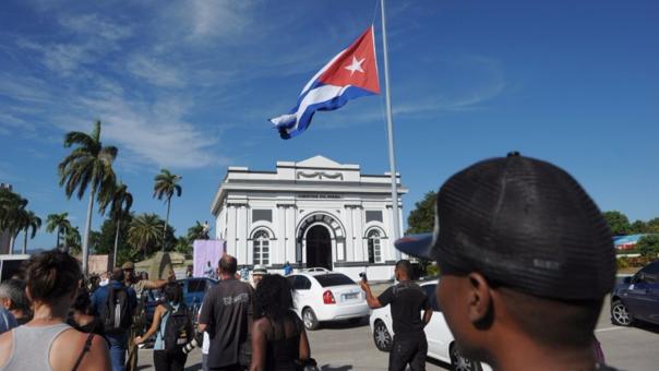 La televisión estatal estima que medio millón de personas asistió al último homenaje a Castro.