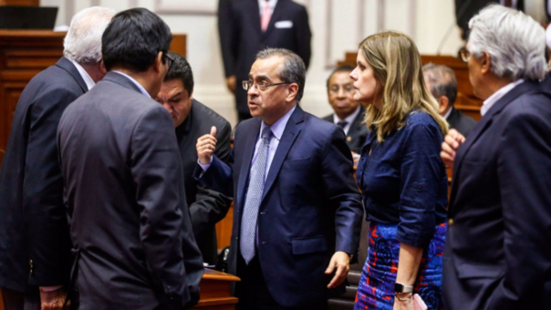 Para formular el pedido de censura se requiere la firma de 66 congresistas y Fuerza Popular, bancada que promueve la censura, posee 72 escaños.