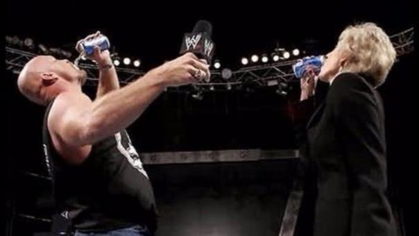 Linda McMahon fue una figura importante de la WWE en su época más exitosa. Participó en ángulos con luchadores como Stone Cold, The Rock y Mankind.