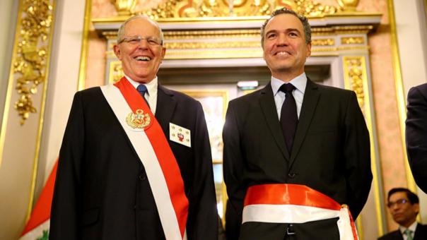 Salvador del Solar junto a Pedro Pablo Kuczynski luego de jurar como ministro de Cultura.