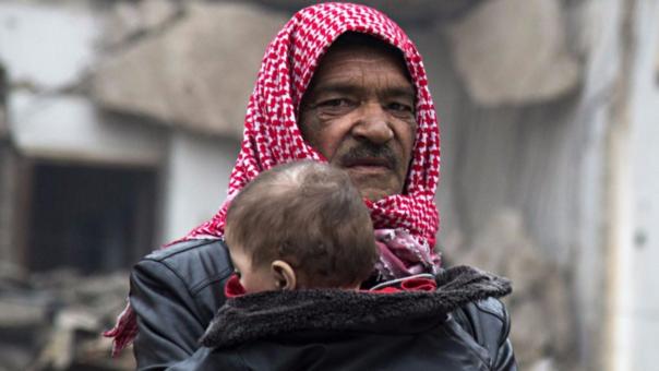 Los ciudadanos de Alepo esperan que se concrete esta evacuación, frustrada constantemente por los choques entre fuerzas rebeldes y del Gobierno.