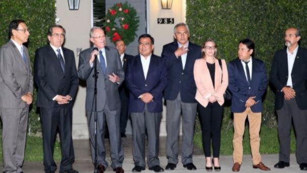 PPK, Martín Vizcarra y la bancada del Apra en pleno.