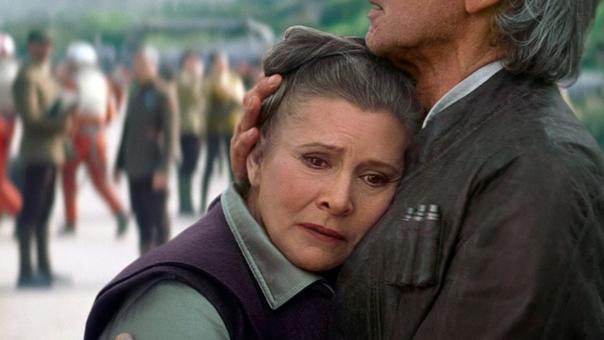 Carrie Fisher interpretando a Leia Organa en El Despertar de la Fuerza