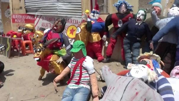 Muñecos de paja se venden en Chiclayo