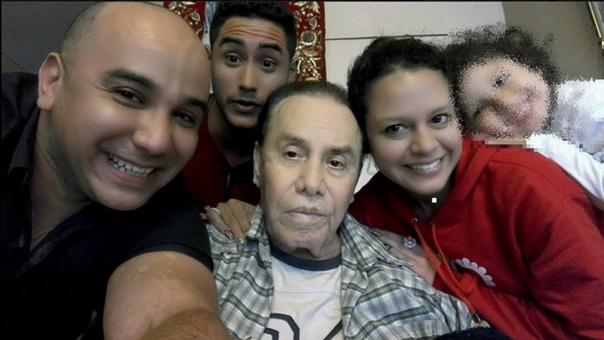 Augusto Polo Campos y sus hijos