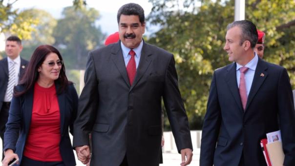 Nicolás Maduro junto a su esposa y su nuevo vicepresiente (derecha), Tareck El Aissami