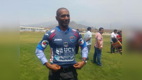 Entrenador del club César Vallejo, Francisco Cortés.