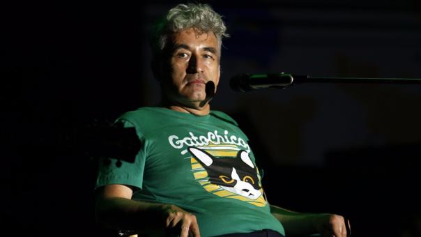 Jorge González se presentó en la Cumbre del Rock visiblemente desmejorado por el infarto cerebral que sufrió.