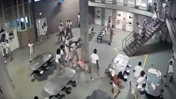 Aproximadamente 12 ambulancias fueron enviados al centro penitenciario.