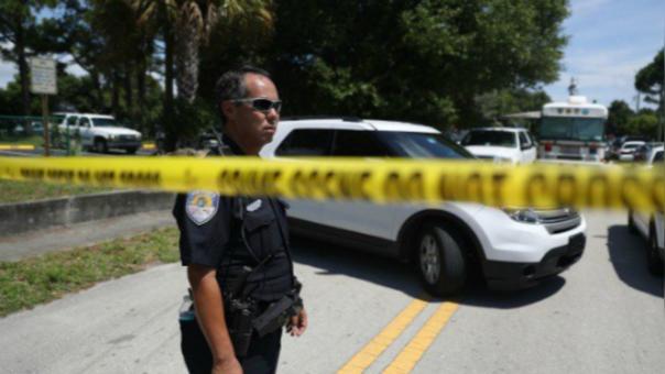Las unidades policiales de Orlando, Florida, están en la búsqueda del atacante.
