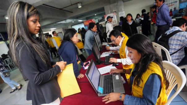El 50% de los empresarios del país estimó que sus contrataciones de personal aumentarán en el 2017, según encuesta encargada por la CCL.