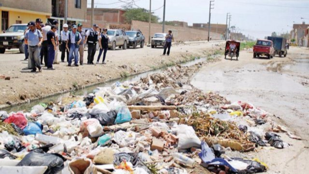 Acequia Pulen llena de basura
