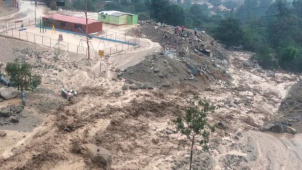 Al menos 25 viviendas del distrito de Santa Eulalia resultaron afectadas por huaicos.
