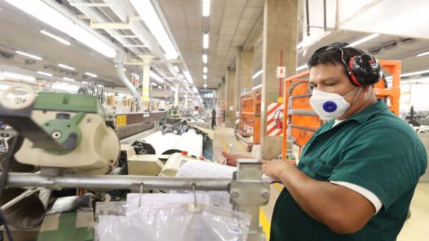 La Sociedad Nacional de Industrias consideró que el sector manufactura, especialmente el que no depende de las actividades primarias, podría recuperarse en a mediados del 2017.