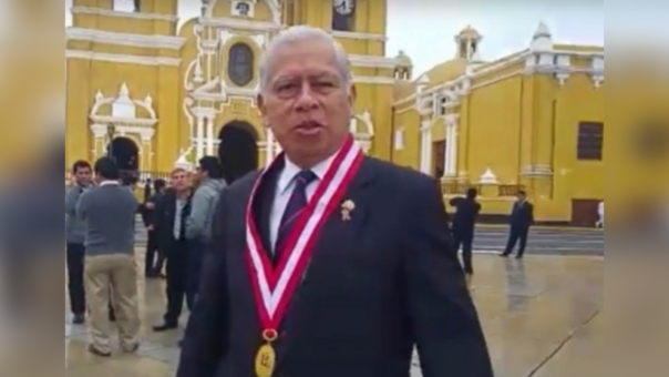 Rector de la Universidad Nacional de Trujillo, Orlando Gonzáles