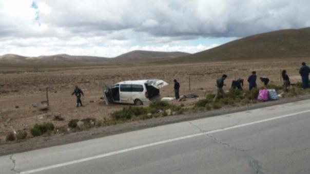Unidad vehicular sufrió despiste y vuelco en vía Antauta - Ajoyani.