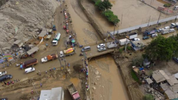 El río Huaycoloro se desbordó y causó gran congestión vehicular en diferentes zonas de San Juan de Lurigancho y Lurigancho.