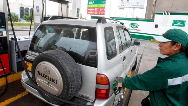 Petroperú y Repsol redujeron precios de gasoholes y gasolinas en S/ 0.18 por galón.
