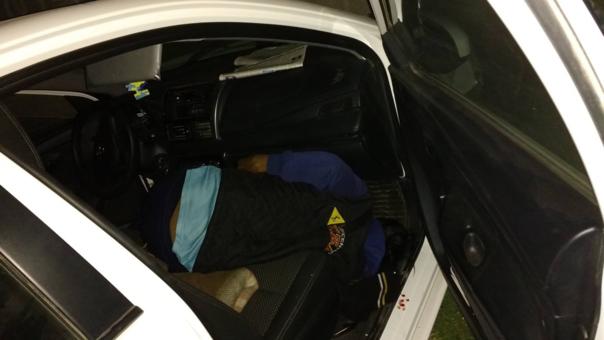 Taxista estaba en el asiento del copiloto ensangrentado.
