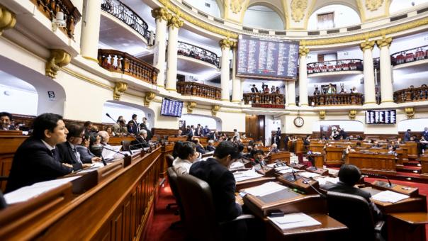 Los congresistas representan, legislan y ejercen el control parlamentario en cumplimiento de la Constitución.