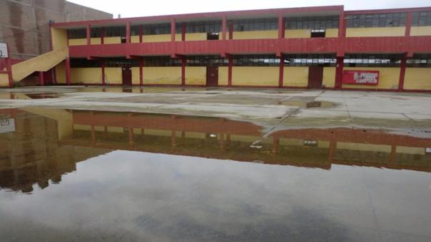 Colegio en peligro por lluvias